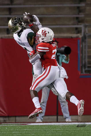 South Florida Bulls wide receiver Omarion Dollison (4) misses a pass defended by Houston Cougars cornerback D.J. Small (25) during the fourth quarter of an NCAA football game Saturday, Nov. 14, 2020, at TDECU Stadium in Houston. Photo: Jon Shapley/Staff Photographer / © 2020 Houston Chronicle