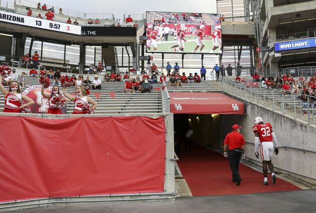 Houston Cougars safety Gervarrius Owens (32) leaves the field during the third quarter of an NCAA football game Saturday, Nov. 14, 2020, at TDECU Stadium in Houston. Photo: Jon Shapley/Staff Photographer / © 2020 Houston Chronicle