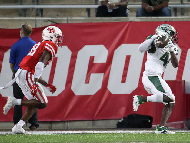South Florida Bulls wide receiver Omarion Dollison (4) scores a touchdown while defended by Houston Cougars safety Thabo Mwaniki (28) during the fourth quarter of an NCAA football game Saturday, Nov. 14, 2020, at TDECU Stadium in Houston. Photo: Jon Shapley/Staff Photographer / © 2020 Houston Chronicle