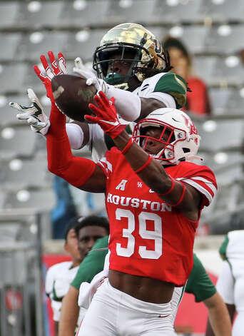 Houston Cougars cornerback Shaun Lewis (39) breaks up a pass to South Florida Bulls wide receiver Randall St. Felix (5) during the third quarter of an NCAA football game Saturday, Nov. 14, 2020, at TDECU Stadium in Houston. Photo: Jon Shapley/Staff Photographer / © 2020 Houston Chronicle