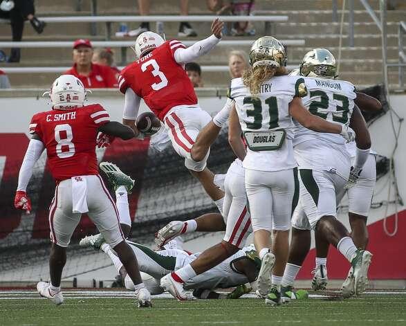 Houston Cougars quarterback Clayton Tune (3) scores a touchdown during the second quarter of an NCAA football game Saturday, Nov. 14, 2020, at TDECU Stadium in Houston. Photo: Jon Shapley/Staff Photographer / © 2020 Houston Chronicle