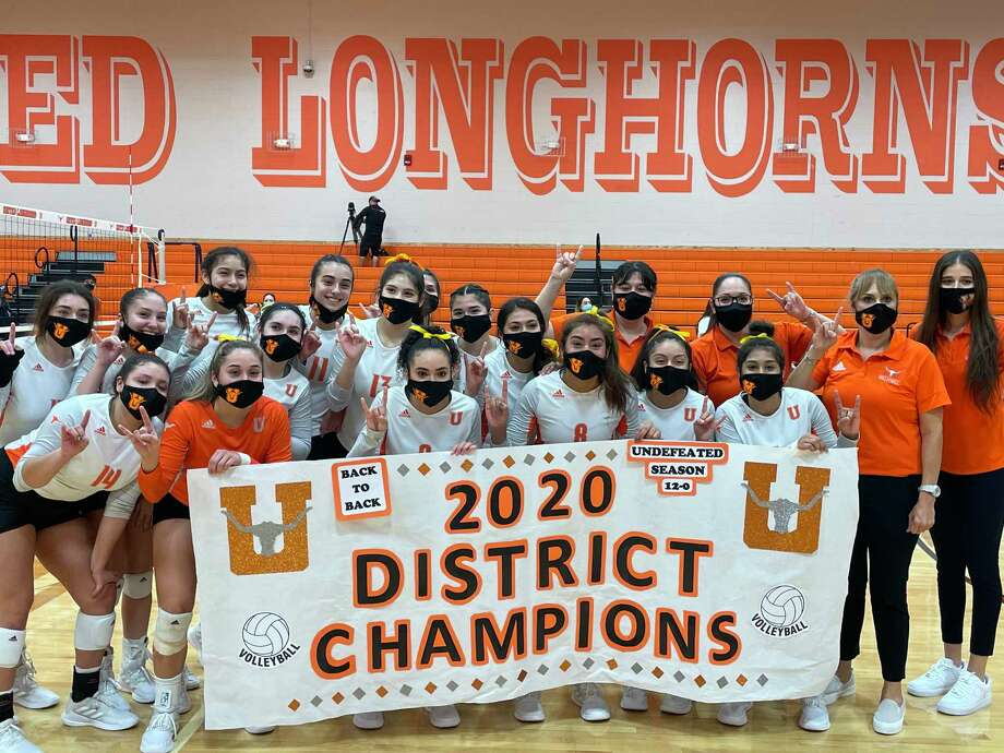 The Lady Longhorns repeated as District 30-6A champions as they defeated the Lady Bulldogs. Photo: Clara Sandoval /Laredo Morning Times