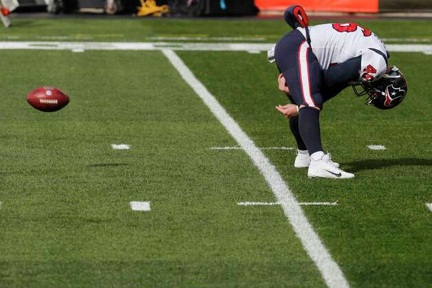 Houston Texans long snapper Jon Weeks (46) snaps a football before an NFL football game against the Cleveland Browns at FirstEnergy Stadium Sunday, Nov. 15, 2020, in Cleveland. Photo: Brett Coomer, Staff Photographer / © 2020 Houston Chronicle