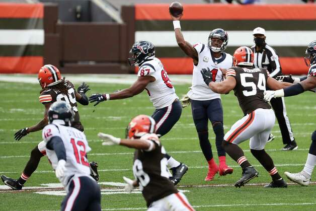 Houston Texans quarterback Deshaun Watson throws a pass to Wide receiver Kenny Stills (12) against the Cleveland Browns during the first half of an NFL football game at FIrstEnergy Stadium Sunday, Nov. 15, 2020, in Cleveland. Photo: Brett Coomer, Staff Photographer / 2020 Houston Chronicle