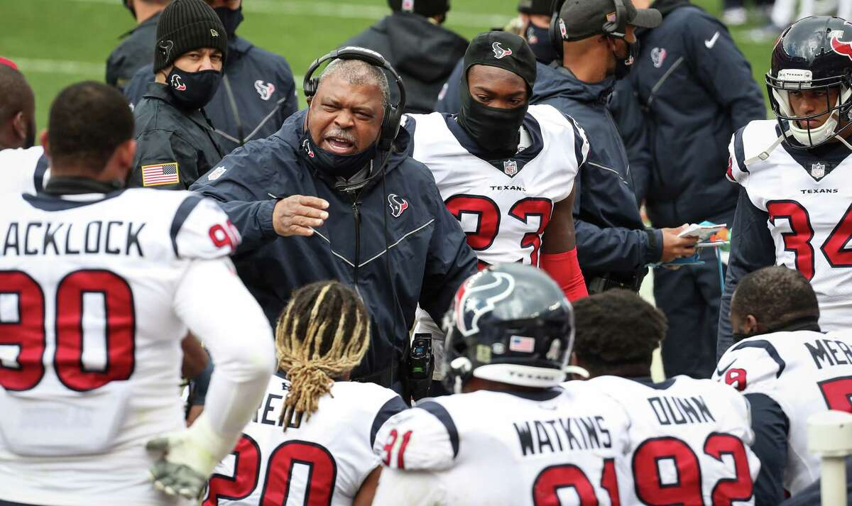 Houston Texans interim head coach Romeo Crennel gathers his defense on the sidelines following the Cleveland Browns initial scoring drive during the first half of an NFL football game at FirstEnergy Stadium Sunday, Nov. 15, 2020, in Cleveland.