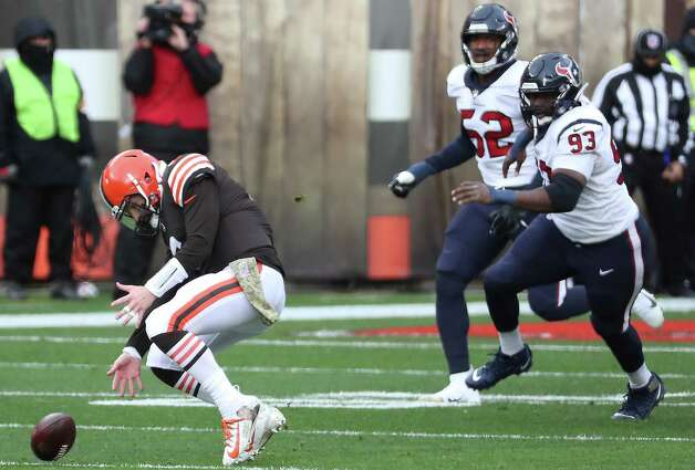 Cleveland Browns quarterback Baker Mayfield (6) goes after a fumble as Houston Texans defensive lineman Corey Liuget (93) gives chase during the first half of an NFL football game at FirstEnergy Stadium Sunday, Nov. 15, 2020, in Cleveland. Photo: Brett Coomer, Staff Photographer / © 2020 Houston Chronicle