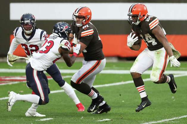 Cleveland Browns running back Nick Chubb (24) leaps in the air on his way to a 9-yard touchdown run against the Houston Texans defense during the second half of an NFL football game at FirstEnergy Stadium Sunday, Nov. 15, 2020, in Cleveland. Photo: Brett Coomer, Staff Photographer / © 2020 Houston Chronicle