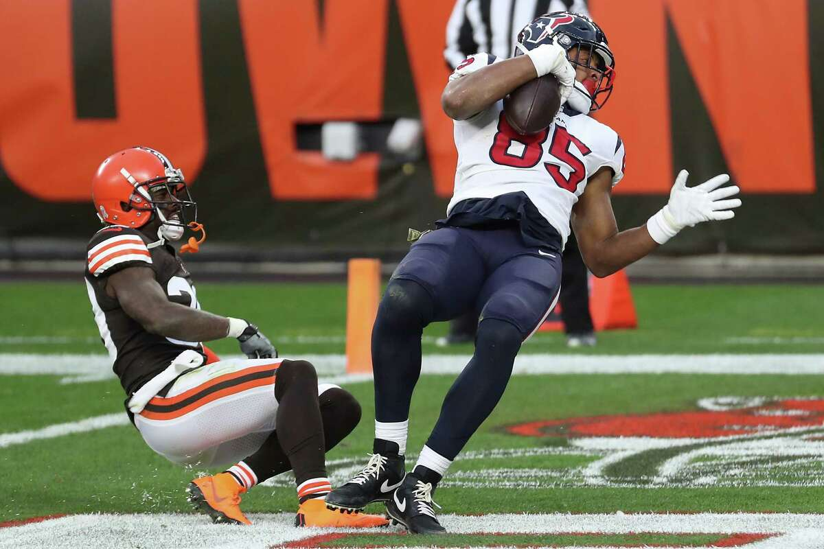 Houston Texans tight end Pharaoh Brown (85) makes a 16-yard touchdown reception against. Cleveland Browns cornerback Terrance Mitchell (39) during the fourth quarter of an NFL football game at FirstEnergy Stadium Sunday, Nov. 15, 2020, in Cleveland.
