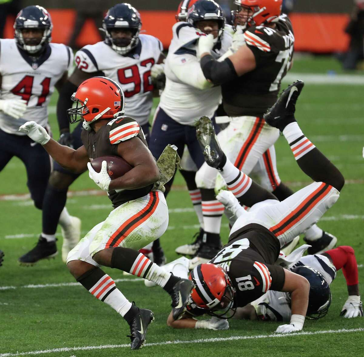 Cleveland Browns running back Nick Chubb (24) runs around the Houston Texans defense for a 59-yard run to put the game away during the fourth quarter of an NFL football game at FirstEnergy Stadium Sunday, Nov. 15, 2020, in Cleveland.