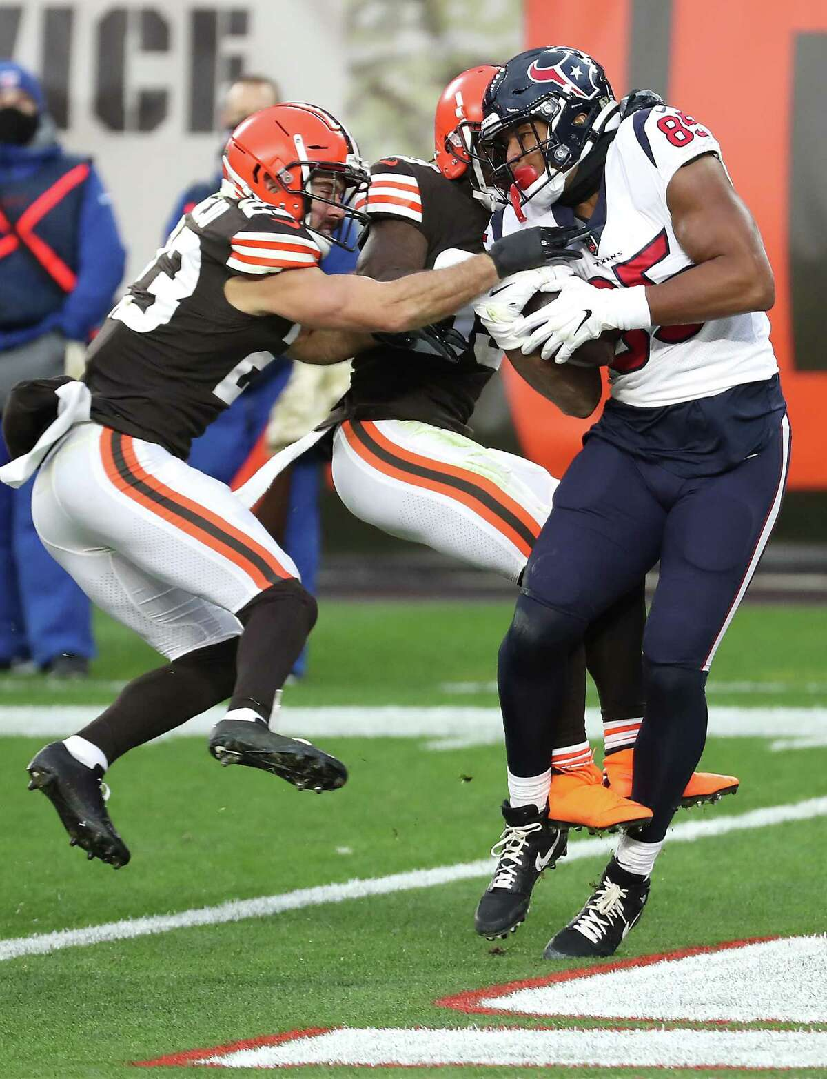 Houston Texans tight end Pharaoh Brown (85) makes a 16-yard touchdown reception againstCleveland Browns free safety Andrew Sendejo (23) and cornerback Terrance Mitchell (39) during the fourth quarter of an NFL football game at FirstEnergy Stadium Sunday, Nov. 15, 2020, in Cleveland.