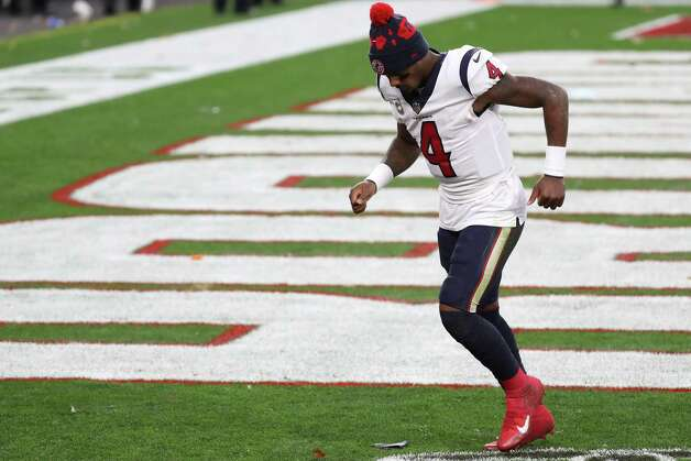 Houston Texans quarterback Deshaun Watson jogs off the field after the Texans 10-7 loss to the Cleveland Browns at FirstEnergy Stadium Sunday, Nov. 15, 2020, in Cleveland. Photo: Brett Coomer, Staff Photographer / © 2020 Houston Chronicle