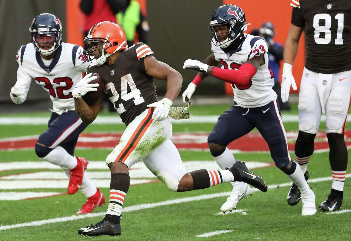 One week after the Browns' Nick Chubb ran over them, the Texans will have to contend with a potent Patriots ground attack.