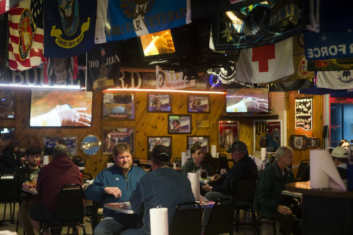 Customers have lunch at the Boulevard Lounge on Monday, Nov. 16, 2020, one of the last few days of dine-in service before Gov. Whitmer's COVID-19 restrictions take effect. (Katy Kildee/kkildee@mdn.net)
