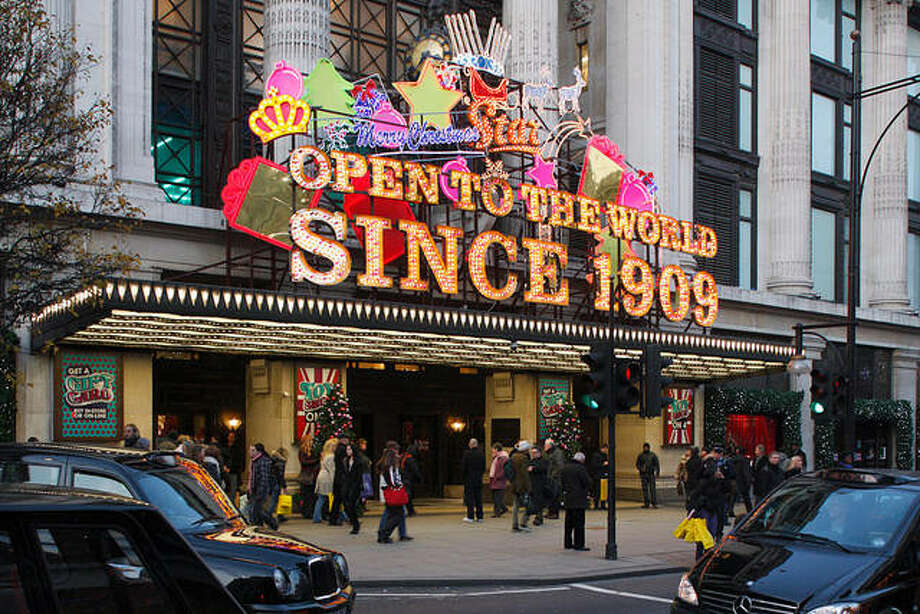 Selfridge's department store in London was founded by American retail entrepreneur Harry Gordon Selfridge and designed by Chicago architect Daniel Burnham. Photo: Peter Thompson | Heritage Images (Getty Images)