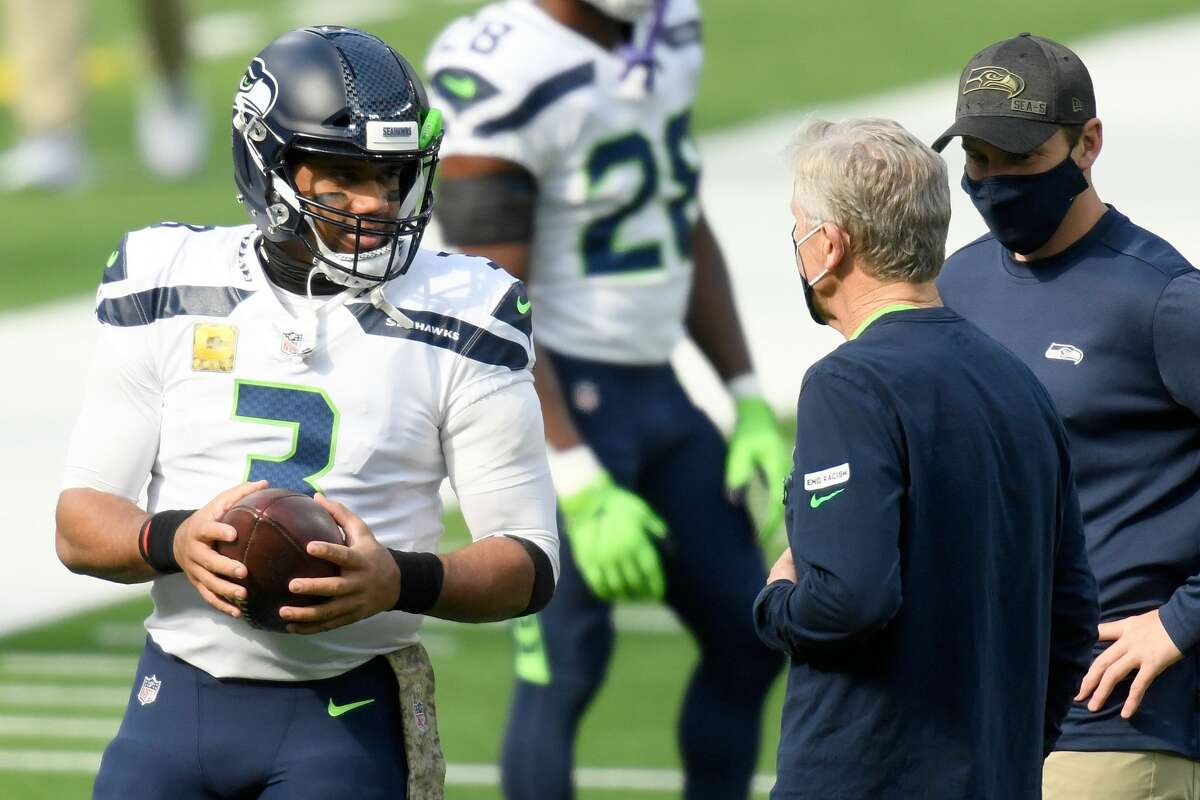 INGLEWOOD, CALIFORNIA - NOVEMBER 15: Quarterback Russell Wilson of the Seattle Seahawks talks to head coach Pete Carroll prior to their game against the Los Angeles Rams at SoFi Stadium on November 15, 2020 in Inglewood, California. (Photo by Harry How/Getty Images)