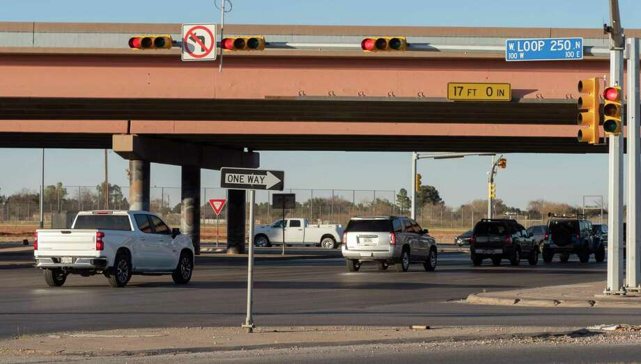 Cars continue through the intersection 11/16/2020 at Big Spring and Loop 250 as the light turns yellow and red. Tim Fischer/Reporter-Telegram Photo: Tim Fischer, Midland Reporter-Telegram