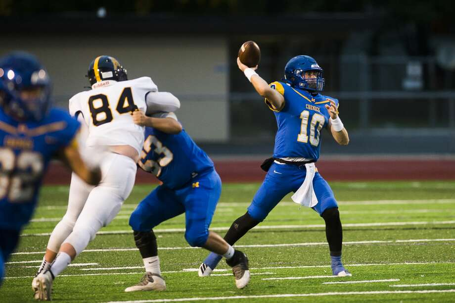 Midland High's Al Money drops back to pass during an Oct. 2, 2020 game against Mount Pleasant. Photo: Daily News File Photo