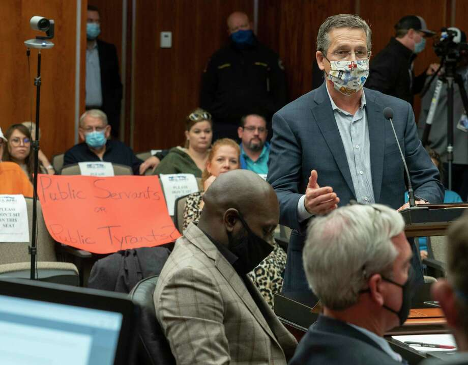 Dr. Larry Wilson address the Midland City Council 11/23/2020 during public discussion on new mask mandates the council had on the agenda. Tim Fischer/Reporter-Telegram Photo: Tim Fischer, Midland Reporter-Telegram