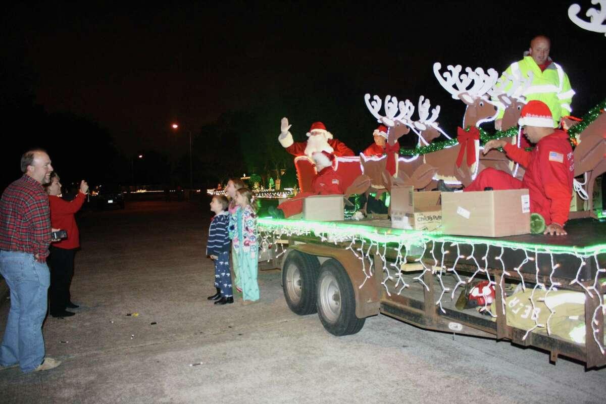 Despite the coronavirus pandemic, Santa will again tour Deer Park streets courtesy of the Deer Park Volunteer Fire Department.