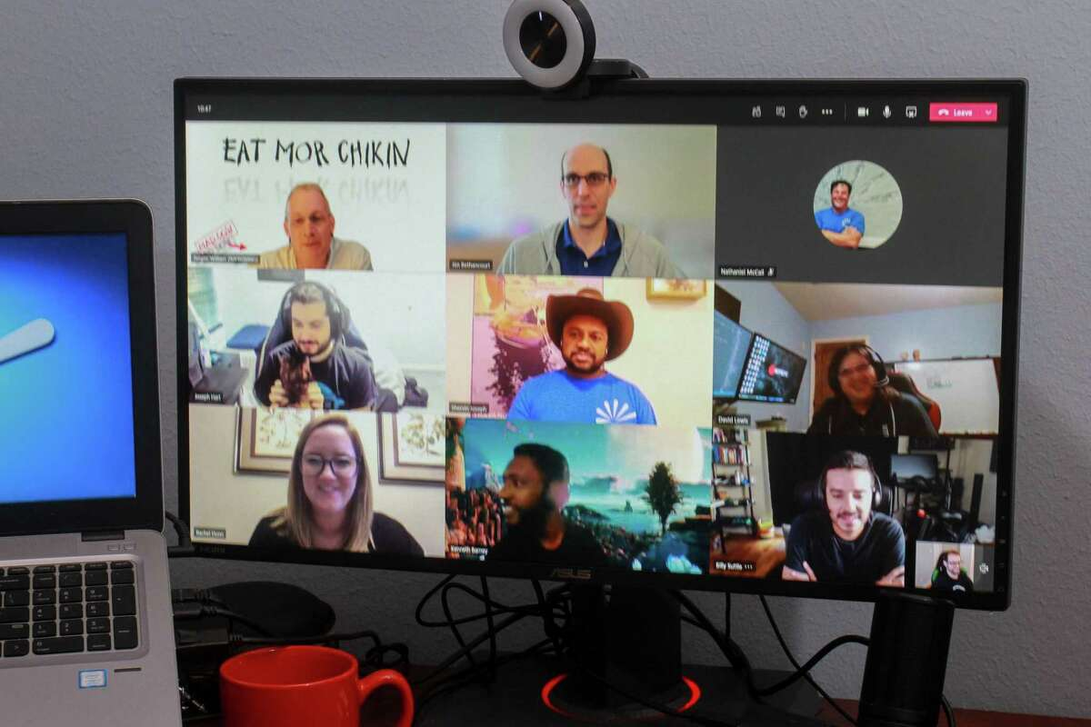 A virtual happy hour Zoom meeting.