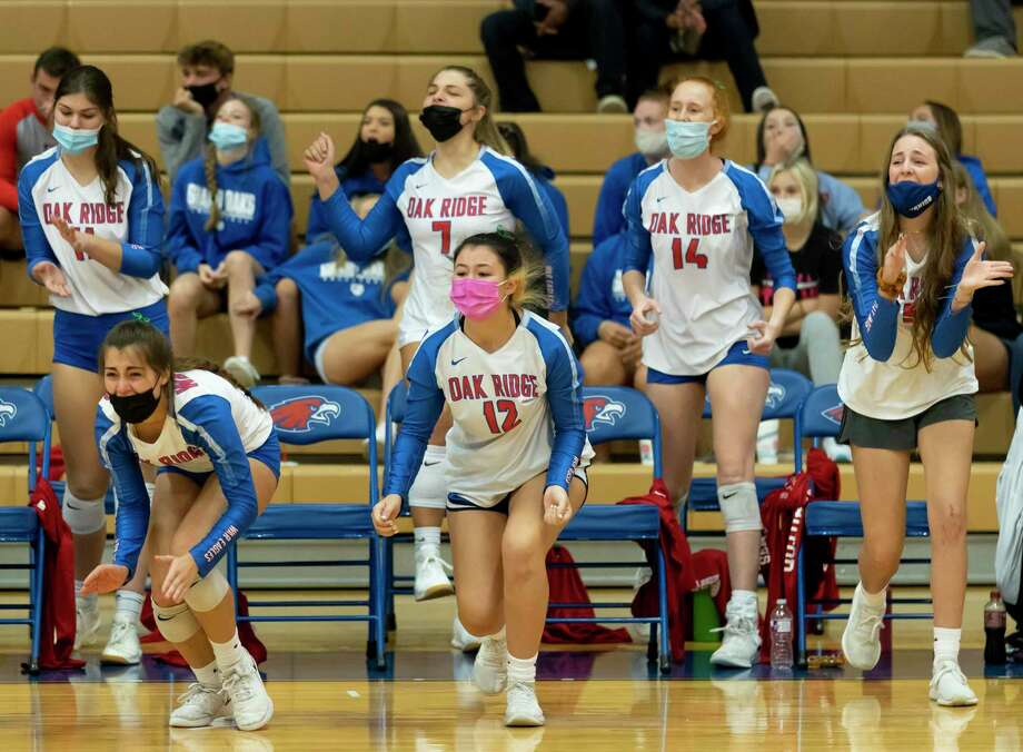 In this file photo, Oak Ridge volleyball players react after they win first set of a District 13-6A volleyball match against The Woodlands at Oak Ridge High School in Oak Ridge North. Photo: Gustavo Huerta, Houston Chronicle / Staff Photographer / 2020 © Houston Chronicle