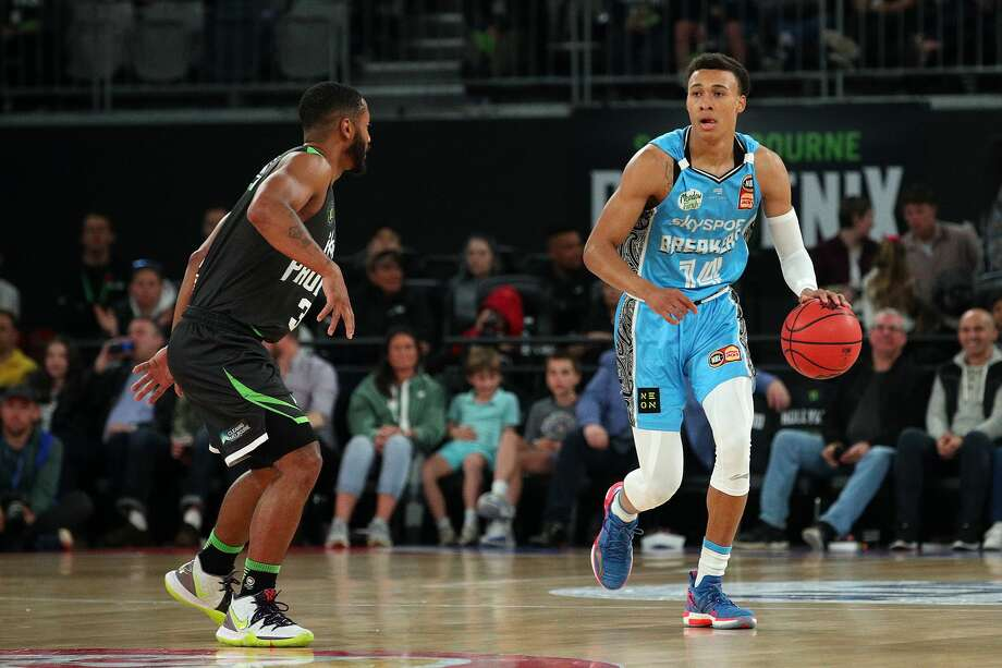 MELBOURNE, AUSTRALIA - NOVEMBER 09: RJ Hampton of the Breakers (R) in action during the round six NBL match between the South East Melbourne Phoenix and the New Zealand Breakers at Melbourne Arena on November 09, 2019 in Melbourne, Australia. (Photo by Graham Denholm/Getty Images) Photo: Graham Denholm/Getty Images / 2019 Getty Images