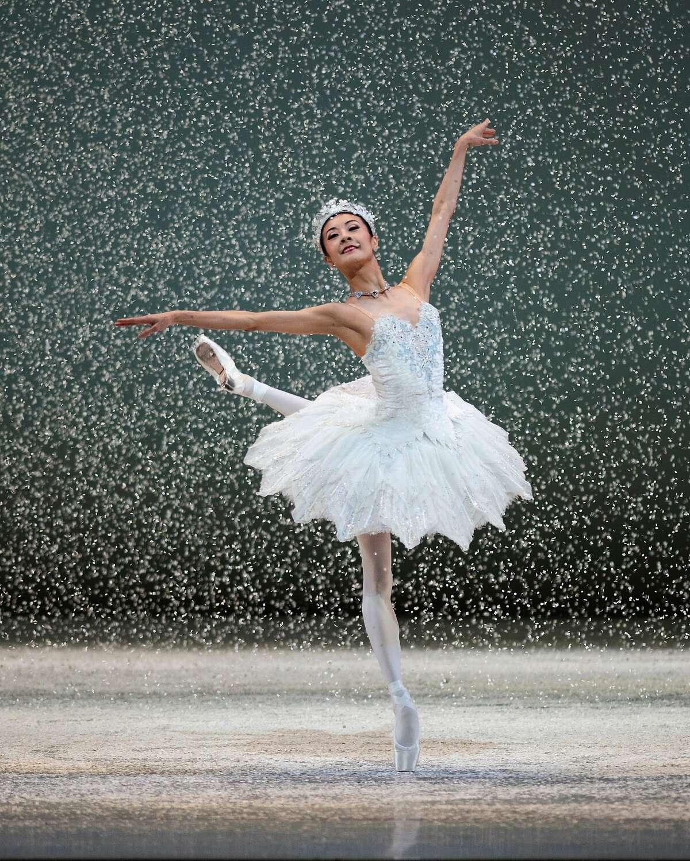 Yuan Yuan Tan performs as the Snow Queen in the San Francisco Ballet's virtual