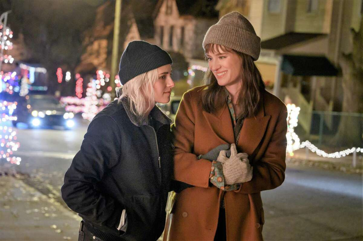 Kristen Stewart and Mackenzie Davis play a gay couple in trouble during the holidays in Hulu's family comedy 'Happiest Season.'