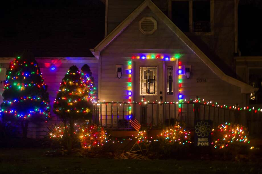 Midland residents celebrate the holiday season with festive lights Tuesday, Nov. 17, 2020. (Katy Kildee/kkildee@mdn.net) Photo: (Katy Kildee/kkildee@mdn.net)