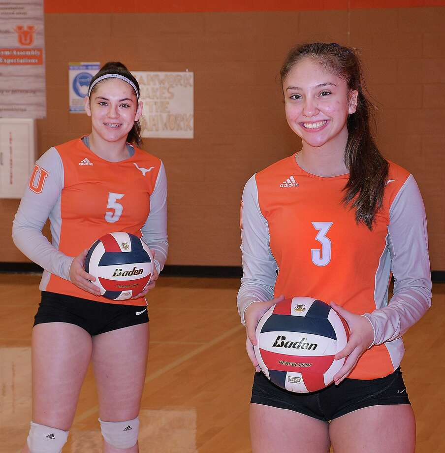 Sophomore setters Erika Peimbert and Mia Guzman helped United go unbeaten to win the District 30-6A title. Photo: Cuate Santos / Laredo Morning Times / Laredo Morning Times