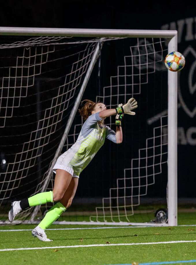 Wilton goalie Erynn Floyd makes a save during last week's FCIAC Central girls soccer semifinal game against Ridgefield. Photo: Gretchen McMahon / For Hearst Connecticut Media / (C)GretchenMcMahonPhotography