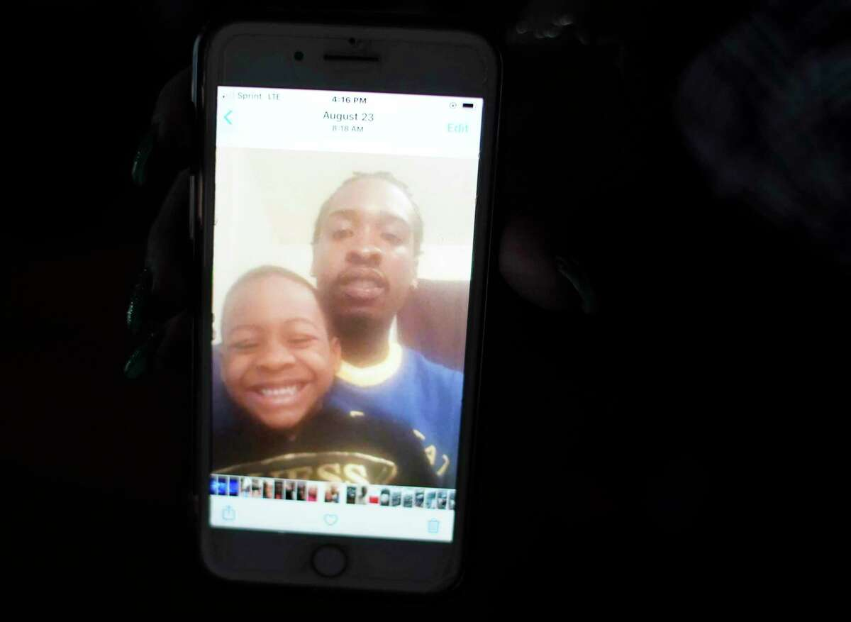 Photos of Yurone Kinney and his son on Yucrecia Sanders' phone.