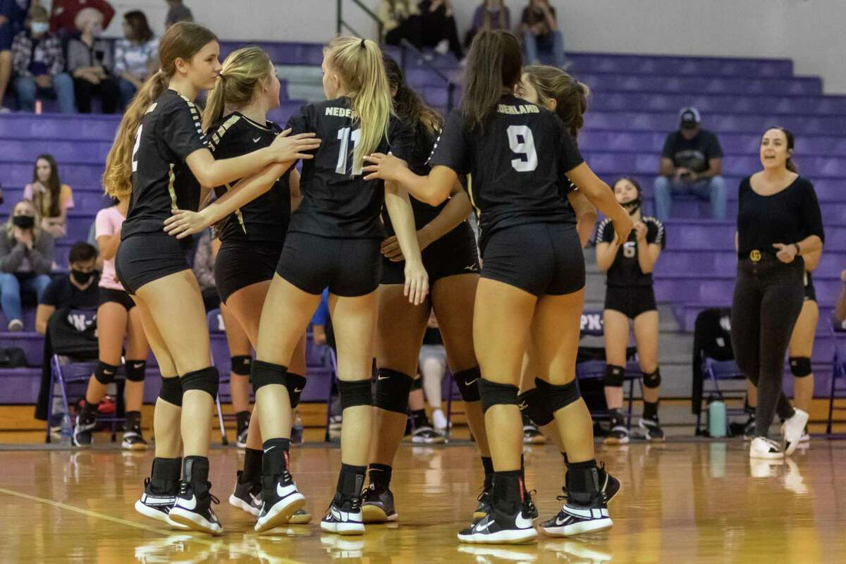 Nederland and Port Neches-Groves volleyball squared off in a Mid-County Match-up on Tuesday night. Photo made on November 10, 2020. Fran Ruchalski/The Enterprise