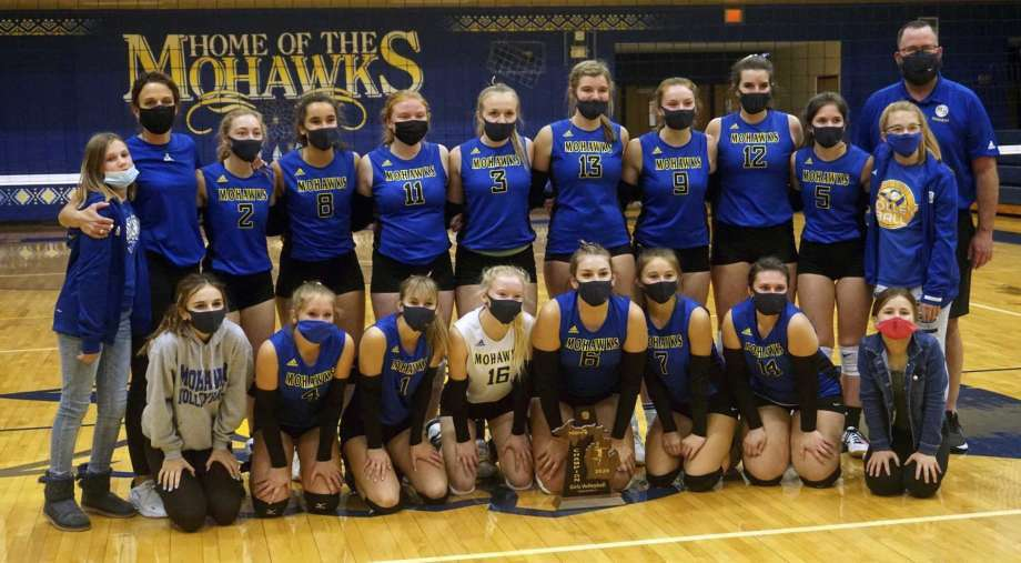 Student-athletes masked up during the 2020 fall sports season and playoffs. Photo: Pioneer Photos/Joe Judd