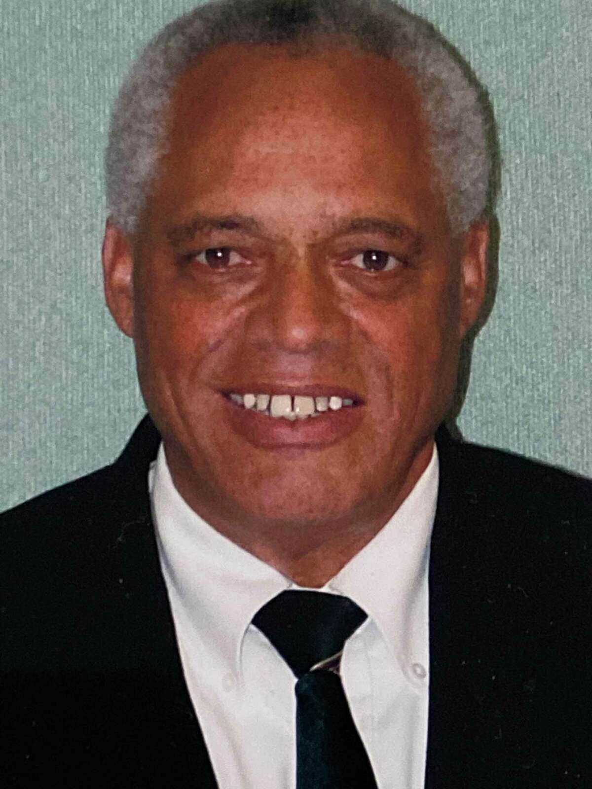 Dennis Guimares
