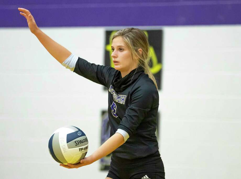 Montgomery outside hitter Madison Chandler (6) serves the ball during the second set of a Region III-5A bi-district volleyball match against College Station, at Montgomery High School, Thursday, Nov. 19, 2020, in Montgomery. Photo: Gustavo Huerta, Houston Chronicle / Staff Photographer / 2020 © Houston Chronicle