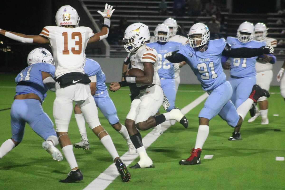 Dobie's Johnathan Baldwin scores the team's first touchdown Thursday night with a nine-yard run. With Baldwin's help, the Horns are owners of an 8-0 record for the first time in 21 years.