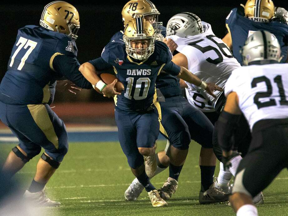 Alexander High School Jay Santos runs the ball during a game against United South High School, Thursday, Nov. 5, 2020, at the UISD Student Activity Complex. Photo: Danny Zaragoza, Staff Photographer / Laredo Morning Times