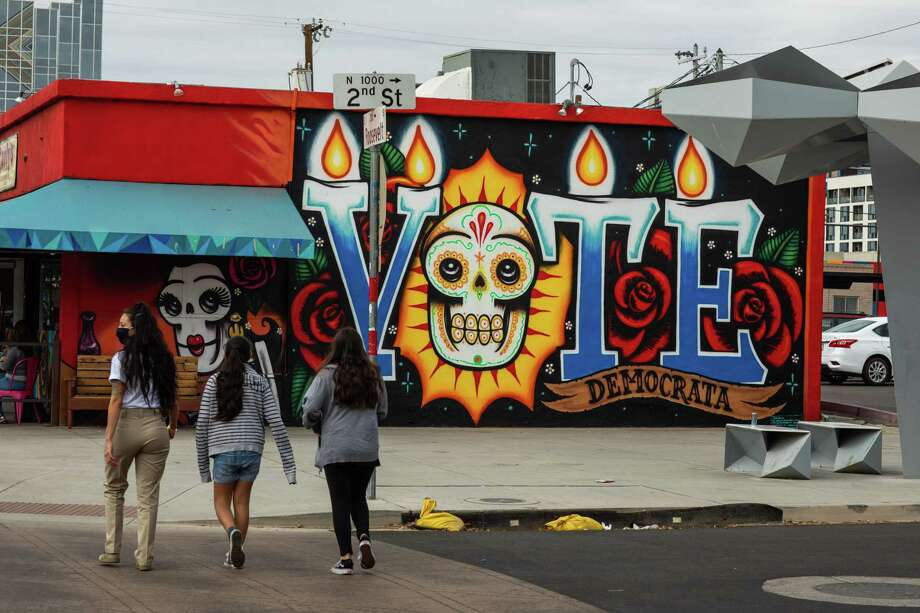 A sign in Arizona where about 4,000 mail ballots still needed to have voter signatures verified as of Tuesday. Photo: Caitlin O'Hara / For The Washington Post / Caitlin O'Hara