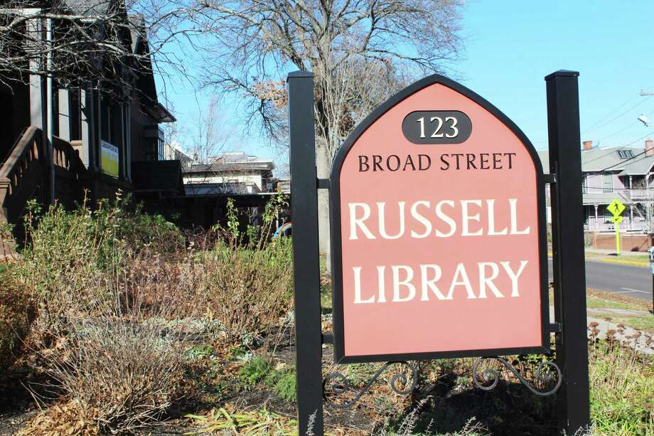 Russell Library, at 123 Broad St. in Middletown, will be closing its building to the public beginning Monday and moving to curbside-only pickup due to rising COVID-19 cases statewide as well as staffing shortages. Photo: Cassandra Day / Hearst Connecticut Media