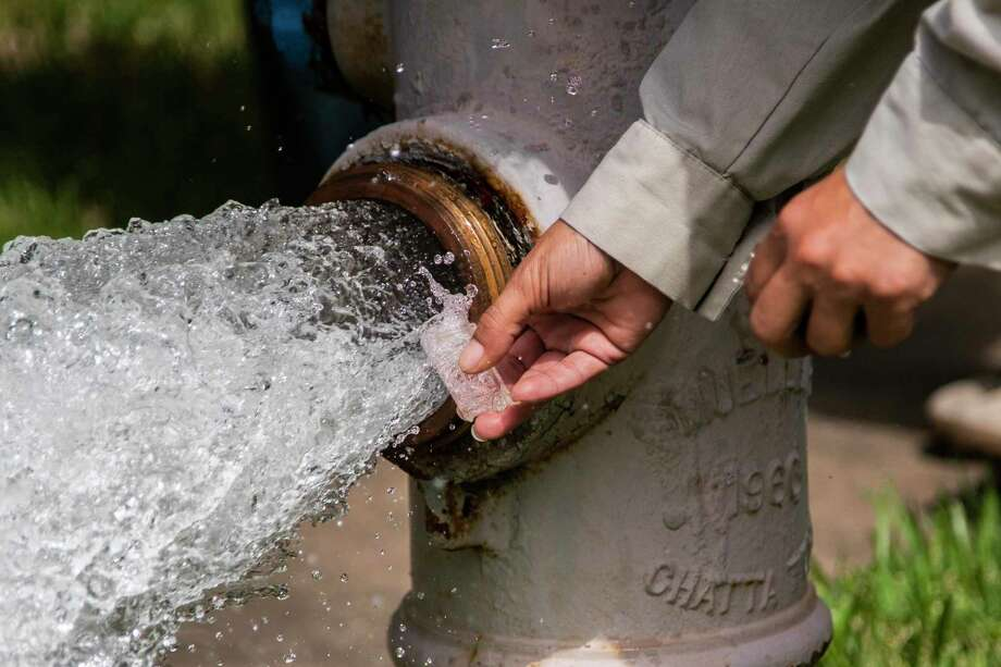 Kristina Watson, a water waste operator in Lake Jackson, takes water samples from a fire hydrant from where water is being flushed out on Monday, Sept. 28, 2020, in Lake Jackson. Photo: Marie D. De Jesús, Houston Chronicle / Staff Photographer / © 2020 Houston Chronicle