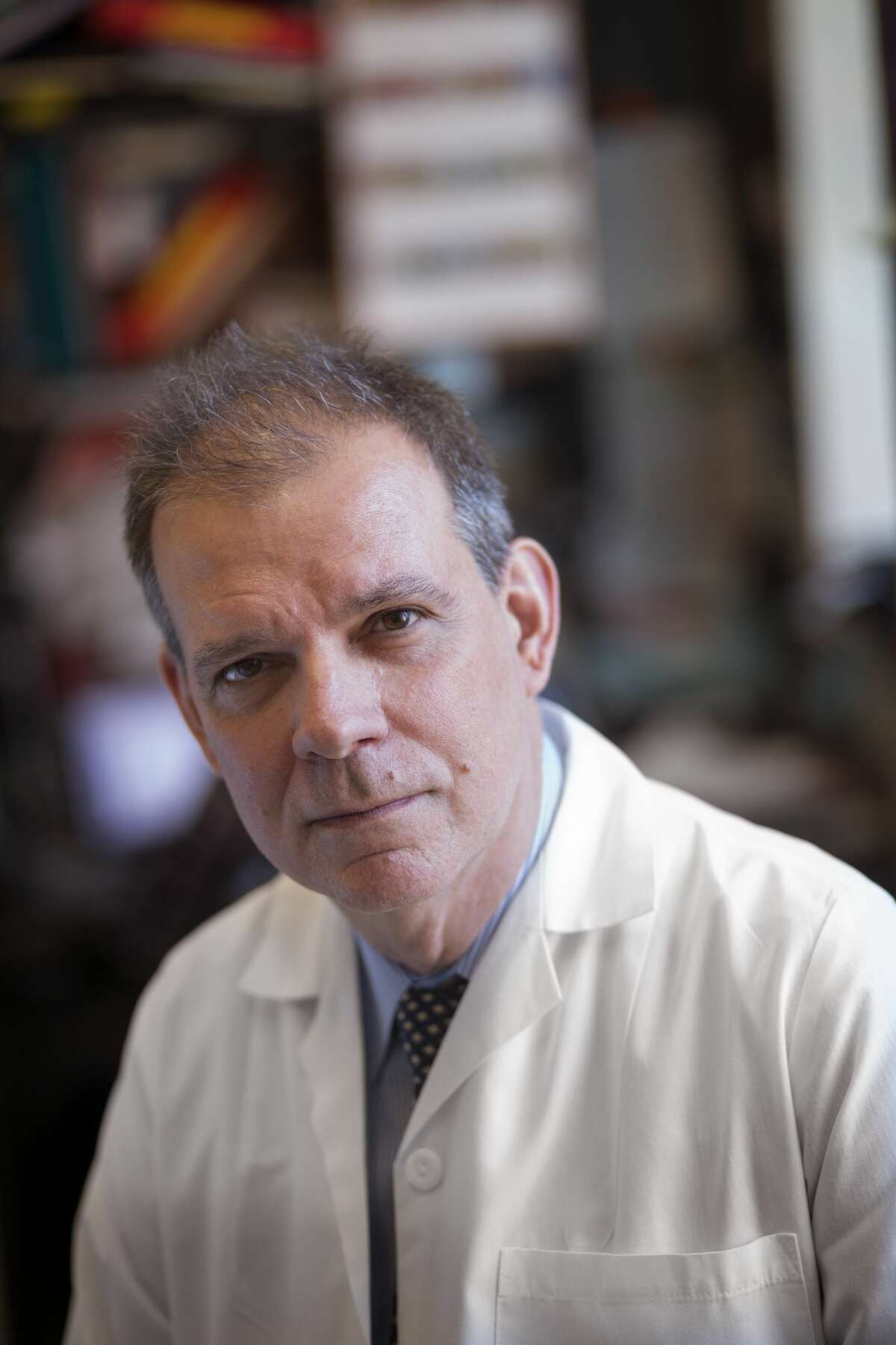 El doctor Arturo Casadevall, de Johns Hopkins University.