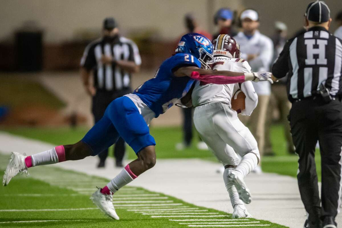 Bruins' Reggie Holmes (21) forces Bulldogs' Andrew Alexander (5) out of bounds in the first half. The West Brook Bruins took on the the Bulldogs of Summer Creek Friday night at BISD Memorial Stadium. Photo made on November 20, 2020. Fran Ruchalski/The Enterprise
