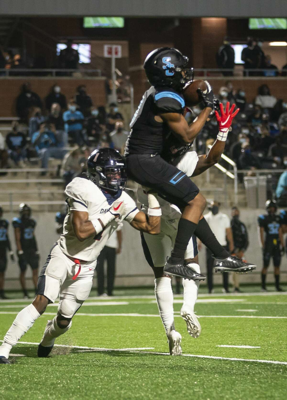 Shadow Creek's Lawrence Armstrong pulls down a reception during the second half of a game between Shadow Creek High School and Dawson High School on Friday, Nov. 20, 2020, at Freedom Field in Arcola, TX.
