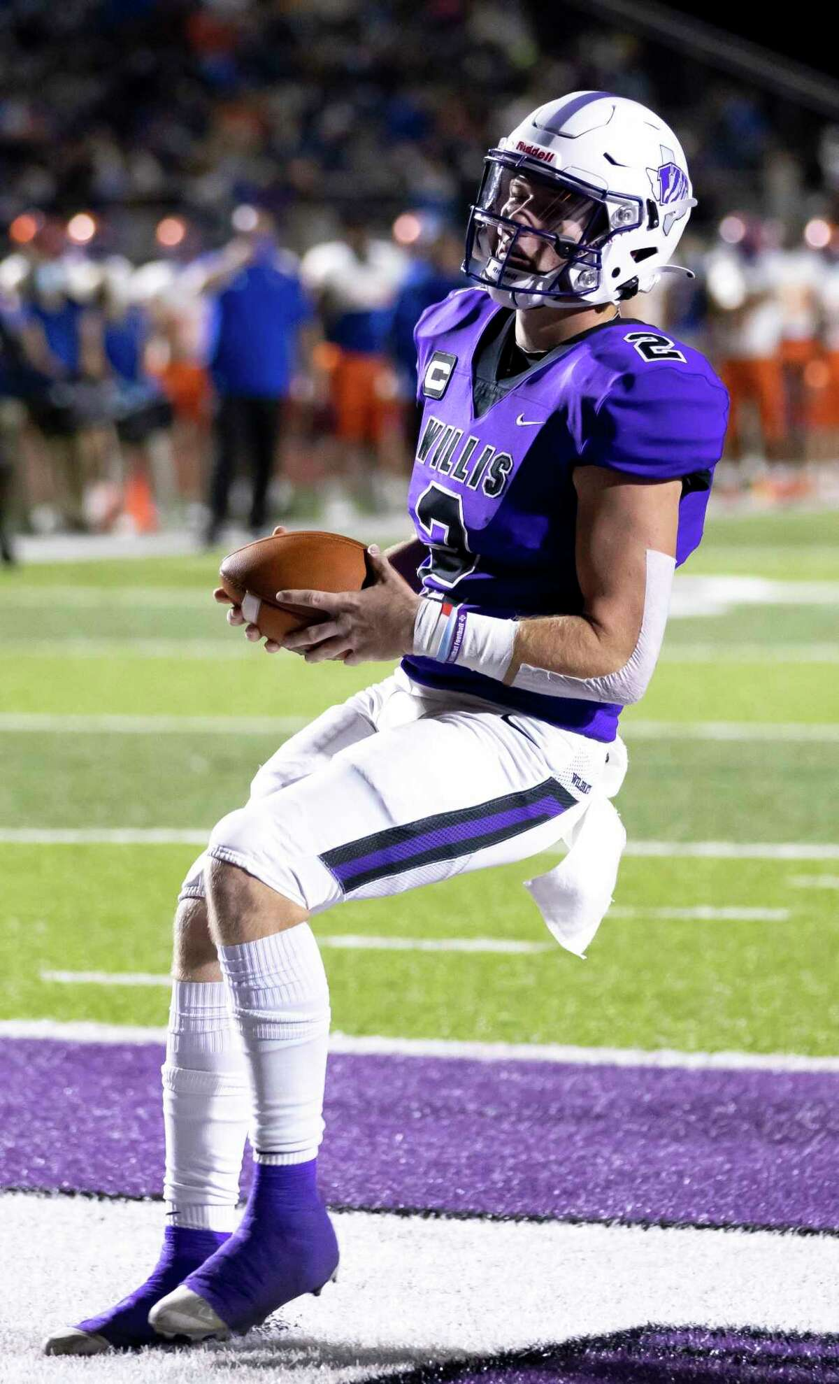 Willis quarterback Steele Bardwell (2) scores a touchdown during the second quarter of a District 13-6A football game at Berton A. Yates Stadium in Willis on Friday, Nov. 20, 2020.