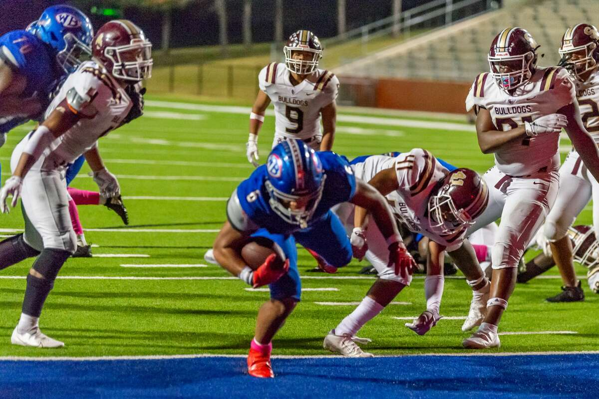 The West Brook Bruins took on the the Bulldogs of Summer Creek Friday night at BISD Memorial Stadium. Photo made on November 20, 2020. Fran Ruchalski/The Enterprise