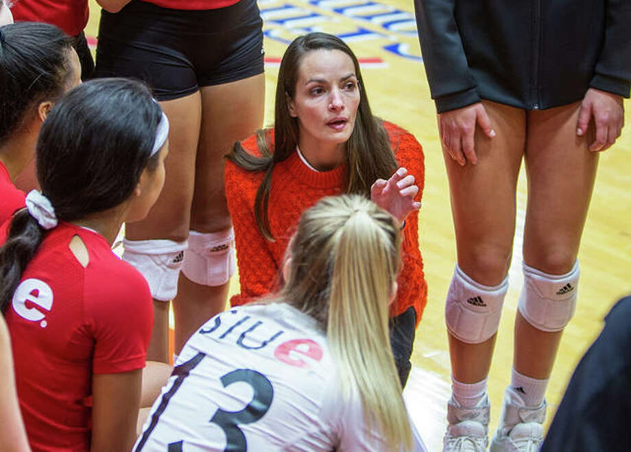 SIUE coach Kendall Paulus talks with her team during an October 2019 OVC volleyball match at First Community Arena in Edwardsville. The Cougars signed two prep players from Central Illinois to letters of intent during the November signing period. Photo: Scott Kane / SIUE Athletics