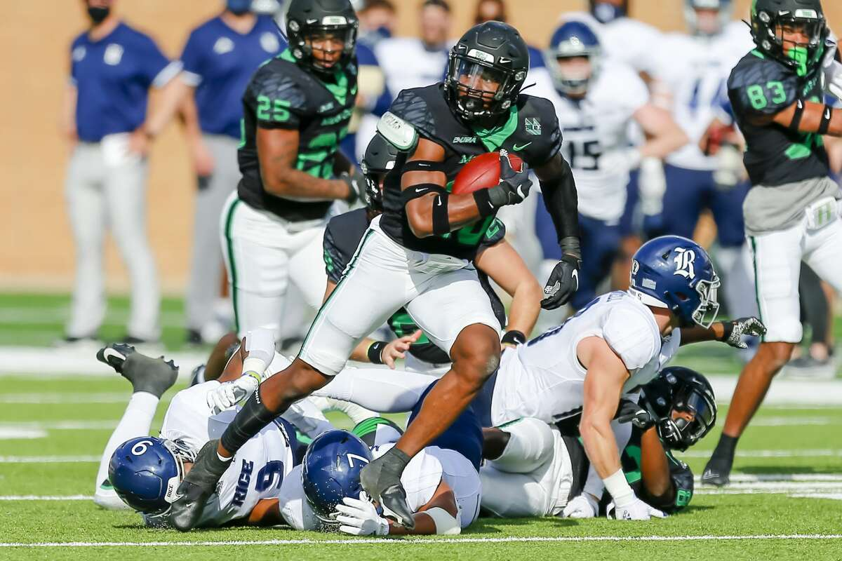 DENTON, TX - NOVEMBER 21: North Texas Mean Green safety Alex Morris (26) recovers a fumble during the game between the North Texas Mean Green and the Rice Owls on November 21, 2020 at Apogee Stadium in Denton, Texas. (Photo by Matthew Pearce/Icon Sportswire via Getty Images)