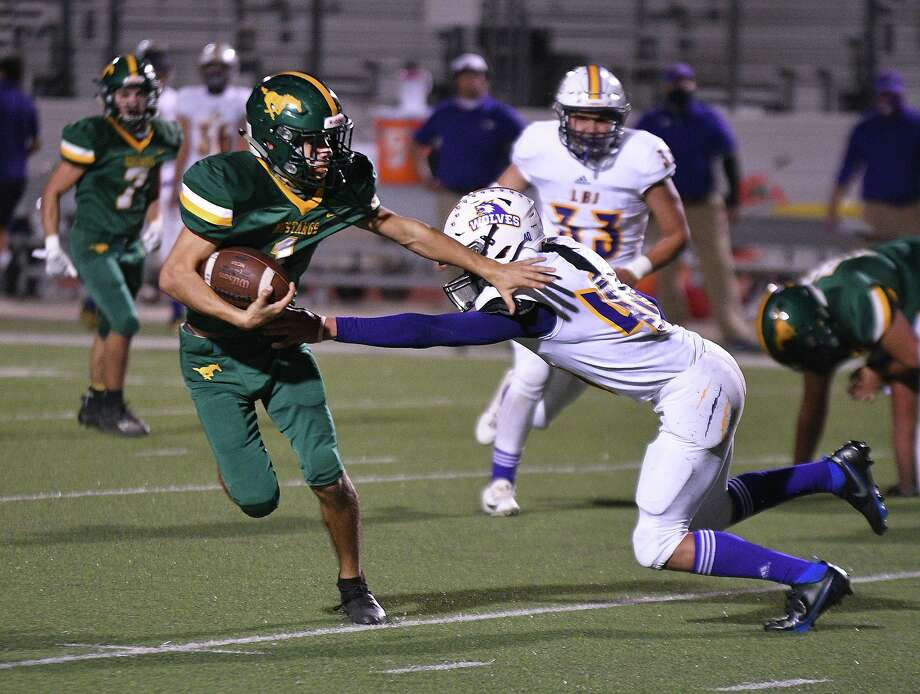 Austin Garcia and the Nixon Mustangs won their first game of the season as they defeated LBJ on Saturday. Photo: Cuate Santos /Laredo Morning Times / Laredo Morning Times