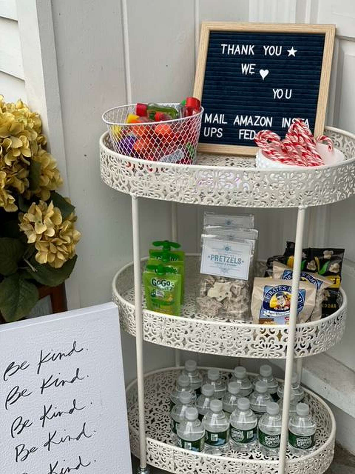 Shannon Doherty, Darien's Tik Tok mom, is offering mom hacks, like a thank you station during delivery season.
